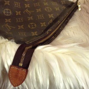 Louis Vuitton Bags - LOUIS VUITTON. - monogram toiletry bag